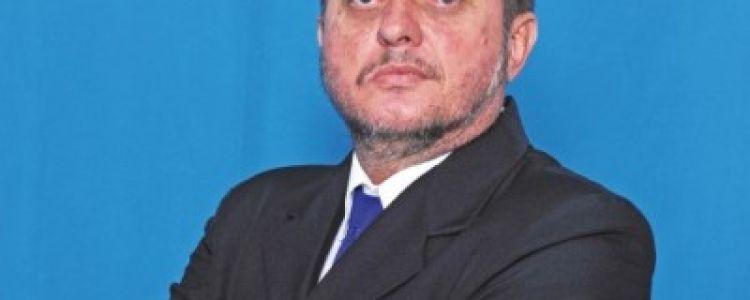 Primeiro secretário a ser renomeado no governo Gentil é o irmão do prefeito.