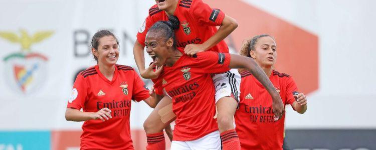 Jogadora de Caxias - MA marca golaço em campeonato europeu e viraliza nas redes sociais.