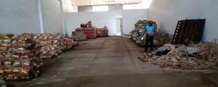 Prefeitura de Caxias deixa toneladas de merenda escolar apodrecerem.