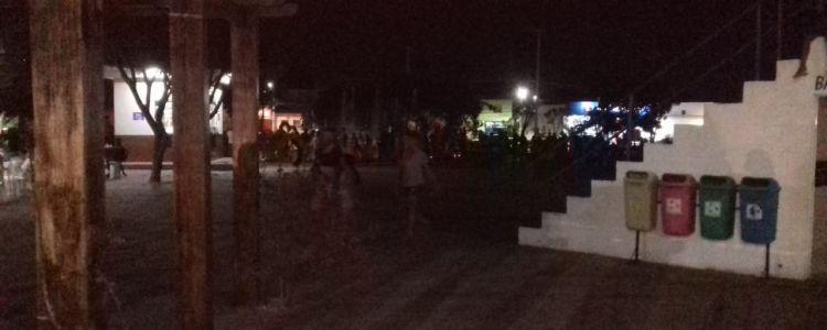 Em pleno dia das crianças Praça da Chapada fica sem luz por falta de pagamento dos funcionários.